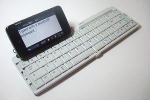Video: Typing with Bluetooth Keyboard (Nokia SU-W8) on the Nokia N900 – Finally replace your netbook?