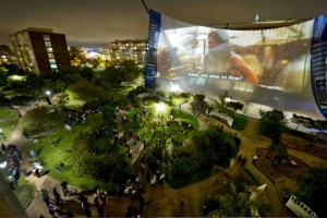 Feckin Incredible Video: World's Largest Cinema Screen – played on the Nokia N8 HDMI
