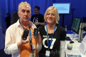Mega Gallery: Live photos of the Nokia C7 frosty metal (white/silver), charcoal black and mahogany brown (and C7 product managers).