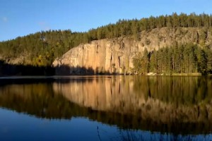 Video: Nokia N8 on a balloon with N8 Producers behind the scenes: Rock Climbing in Finland -
