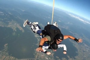 Video: Nokia Skydive Day 2011