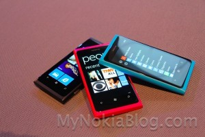 Poll: Nokia Lumia 800 – Pink, Blue or Black? (+Gallery)