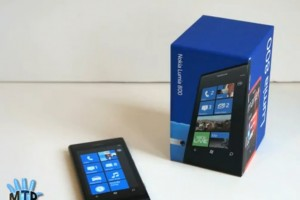 Videos: MobileTechReview's Review of the Nokia Lumia 800 (+Matthew Miller's Lumia 800 hands on)