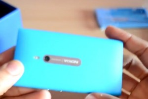 Video: Cyan/Blue Nokia Lumia 800 unboxing