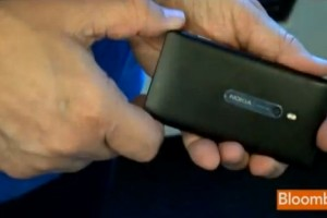 "Bloomberg's quick look at the Nokia Lumia 800, ""sleek, fast and fluid"""