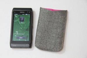 Accessories: DICOTA Sleeve for Nokia N8 (in Pink, Valentine&#8217;s gift?)