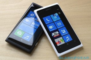 Hands on With the Magical White Lumia 800!!!!