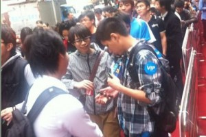 Queue for Nokia Lumia 800C in China