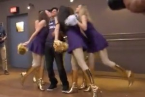 Video: Shahrukh Khan and cheerleaders, on Zoya TV on Nokia Channel ME, Nokia India