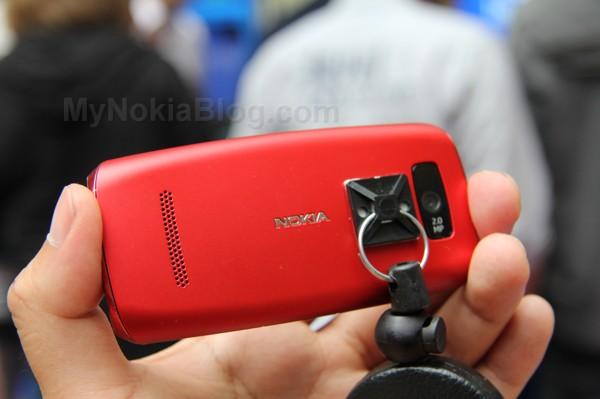 http://mynokiablog.com/wp-content/uploads/2012/06/Nokia-Asha-305-306-Touch-S406.jpg
