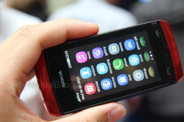 "Nokia Asha 305 – ""sold out in several stores soon after its debut"" – Delhi"