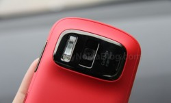 Red Nokia 808 PureView(3)