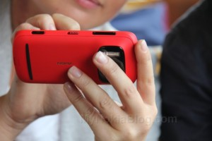 MNB RG: 808 PureView becomes an unexpected hit, Nokia scrambling to build more