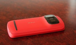 Red Nokia 808 PureView(7)
