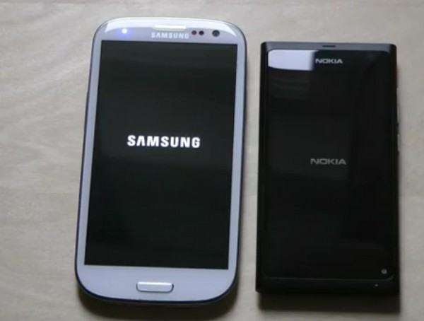Nokia N9 vs Samsung Galaxy SIII Startup Time (Boot Test )