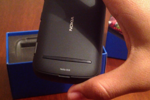 Video & Gallery: 808 PureView Unboxing (KSA Variant)