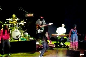 Video: Nokia Pureview 808 test – The Wailers, Is This Love, O2 Shepherds Bush, PureView, Zoom, Rich Recording.