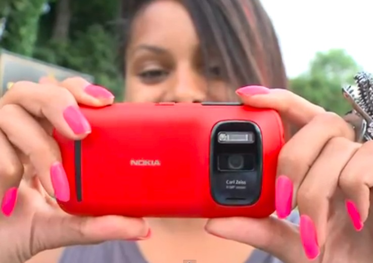 Here's Lucy Hedges from the UK StuffMagazine giving a quick review of the Nokia 808 PureView. Whilst you might stop listening once the disappointment of ... - Screen-Shot-2012-08-14-at-13.29.24