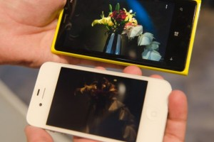 Nokia Lumia 920 vs iPhone 4S – low light PureView and screen sensitivity test