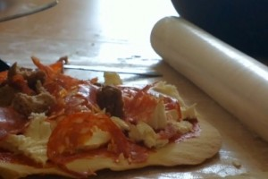 Video: Student Pizza time with Nokia 808 PureView (making Pizza from scratch)