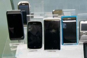 Pic: Nokia Lumia 900 Proto with a curved screen
