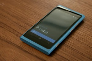 "Lumia 800 on ""Cuckoo"" (BBC) and ""Hawaii Five-0"""