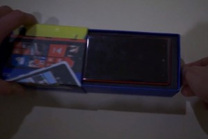 Video: Red Nokia Lumia 820 unboxing