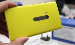 yellow nokia lumia 920 unboxing(10)