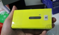 yellow nokia lumia 920 unboxing(4)