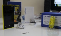 yellow nokia lumia 920 unboxing(5)