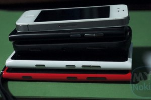 Video: Size Comparison Lumia 920 Vs. 808 Pureview, iPhone 4/4s, Lumia 900, Lumia 800/N9,