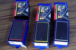 Video: Red White and Yellow Nokia Lumia 920 Unboxing