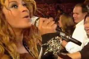 "Name that Nokia: Beyonce sings with fan – but ""what's them there Nokias?"""
