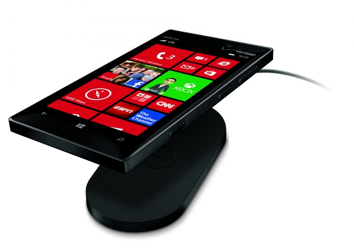 700-nokia-lumia-928-black-with-charger
