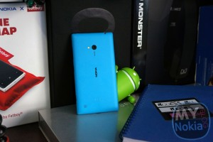 Video & Gallery: Unboxing the Nokia Lumia 720 in Cyan