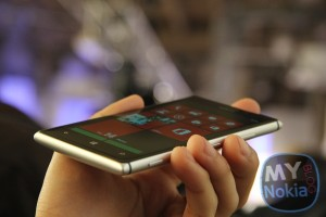 Nokia Lumia 925 Hands on gallery – extremely wide viewing angles