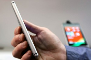 Nokia Details How the Lumia 925 Defies the Antenna Death Grip