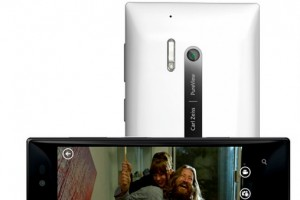 Pic: Back of the Nokia Lumia 928 – Xenon flash, LED, and curvy back confirmed