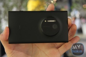 Hands on Gallery: Nokia Lumia 1020 in Black