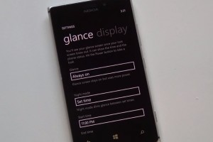 Lumia Tip: Glance Screen – Always on Clock always on, and night mode