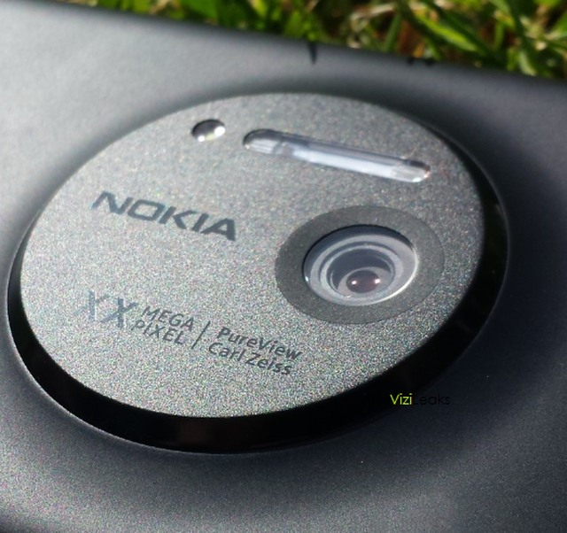 Full Lumia 1020 Specs Revealed, Packs 6 Lenses and 3x Zoom