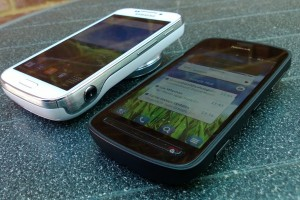 All About Symbian puts Nokia 808 PureView against Samsung Galaxy SIV Zoom