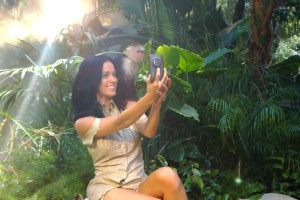 "kitkat Samsung dig from Nokia; Katy Perry promoting the Nokia Lumia 1020 in new song, ""Roar"""