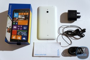 Video & Gallery: Nokia Lumia 1320 Unboxing and Impressions