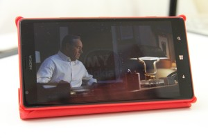 Video and Gallery: Red Nokia Lumia 1520 flip cover