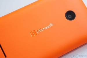 Lumia 435 Unboxing Video & Gallery